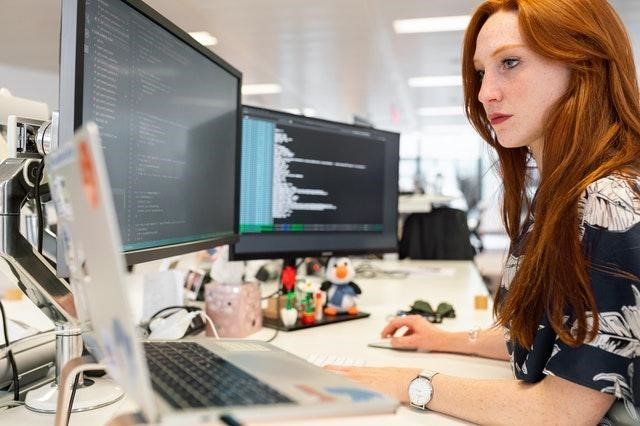 4 Reasons to Become an IT Software Developer